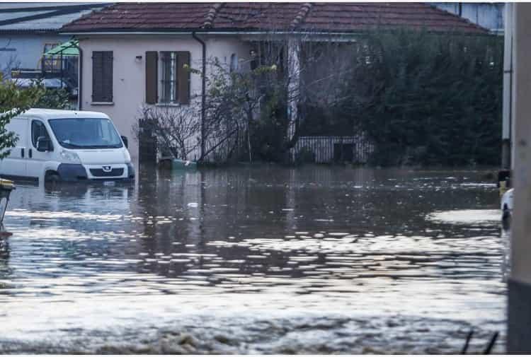 Maltempo. Il fiume Enza esonda in Emilia, evacuate mille persone